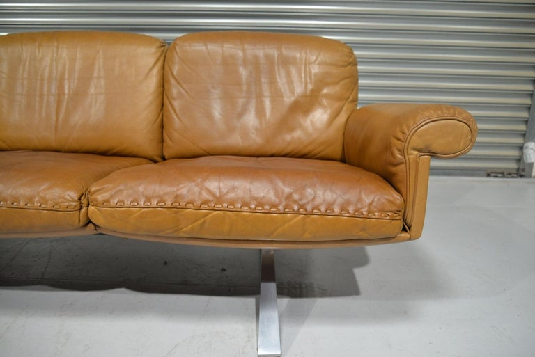 Vintage De Sede DS 31 Leather Sofa and Swivel Lounge Armchair, Switzerland 1970s For Sale 6