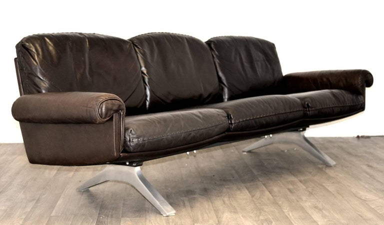 Mid-Century Modern Vintage De Sede DS 31 Leather Sofa and Swivel Armchairs, Switzerland 1970s For Sale
