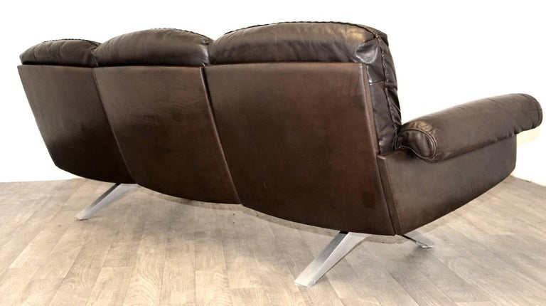 Swiss Vintage De Sede DS 31 Leather Sofa and Swivel Armchairs, Switzerland 1970s For Sale