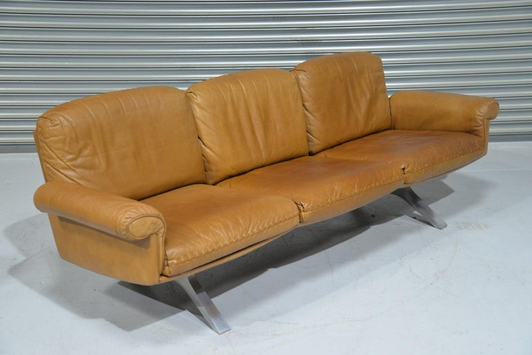 Discounted airfreight for our US Continent and International customers ( from 2 weeks door to door)   We are delighted to bring to you a vintage de Sede DS 31 three-seat sofa in beautiful soft tan aniline leather with superb whipstitch edge