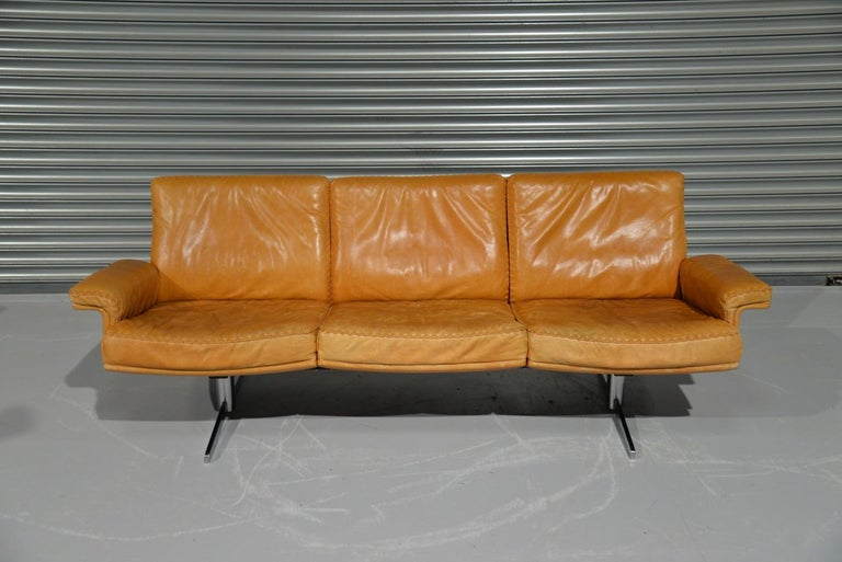 Discounted airfreight for our US Continent customers (from 2 weeks door to door)  We are delighted to bring to you a highy desirable vintage De Sede DS 35 three-seat sofa. Hand built in the late 1960s by De Sede craftsman in Switzerland, this rare