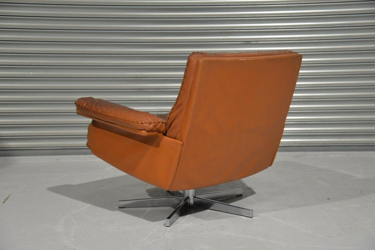 Swiss Vintage De Sede DS 35 Swivel Lounge Armchair, 1970`s For Sale