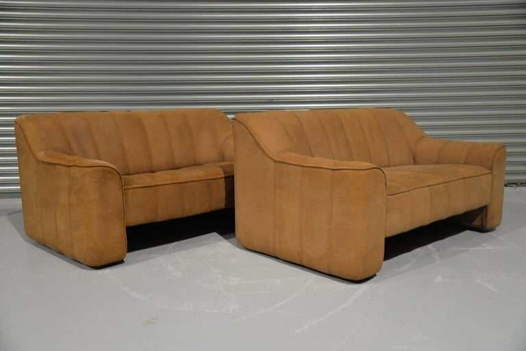 Swiss Vintage De Sede DS 44 Two-Seat Neck Leather Sofas / Loveseats, Switzerland 1970s For Sale