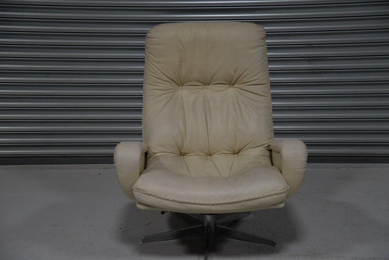 Vintage De Sede S 231 James Bond Swivel Armchair with Ottoman, Switzerland 1960s For Sale 4