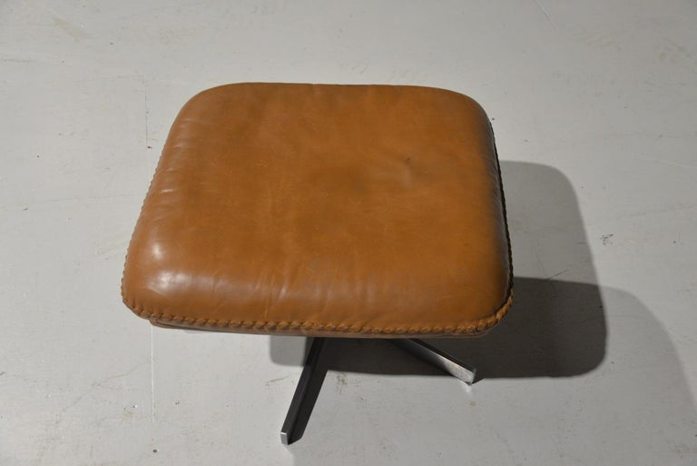 Vintage De Sede S 231 James Bond Swivel Armchair with Ottoman, Switzerland 1960s For Sale 12