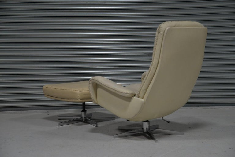 Mid-Century Modern Vintage De Sede S 231 James Bond Swivel Armchair with Ottoman, Switzerland 1960s For Sale