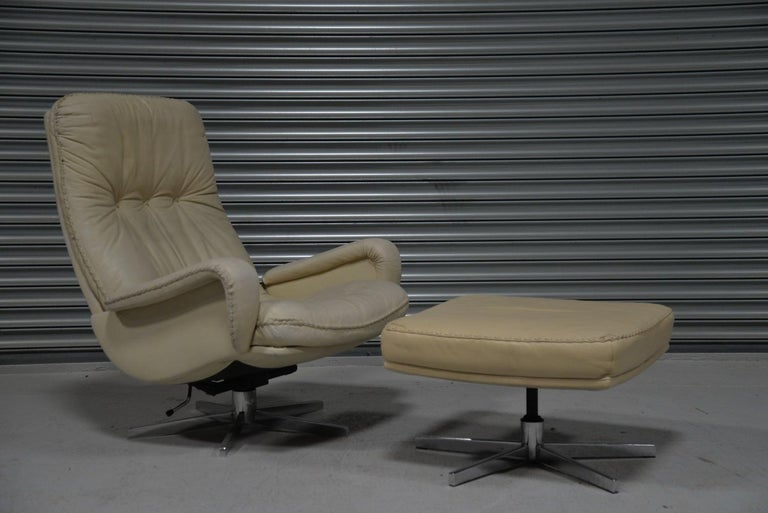 Swiss Vintage De Sede S 231 James Bond Swivel Armchair with Ottoman, Switzerland 1960s For Sale