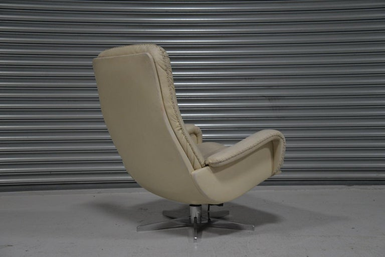 Vintage De Sede S 231 James Bond Swivel Armchair with Ottoman, Switzerland 1960s For Sale 1