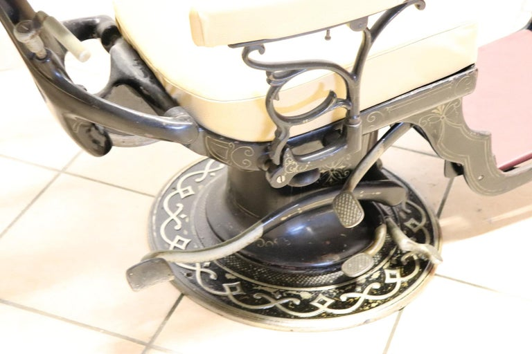 Vintage Dentist Chair in Decorative Iron and Leather by Harvard, 1910s In Good Condition For Sale In Bosco Marengo, IT