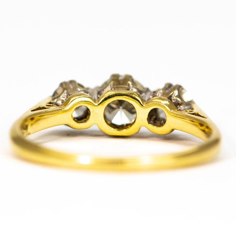 Vintage Diamond and 18 Carat Gold Three-Stone Ring In Good Condition For Sale In Chipping Campden, GB