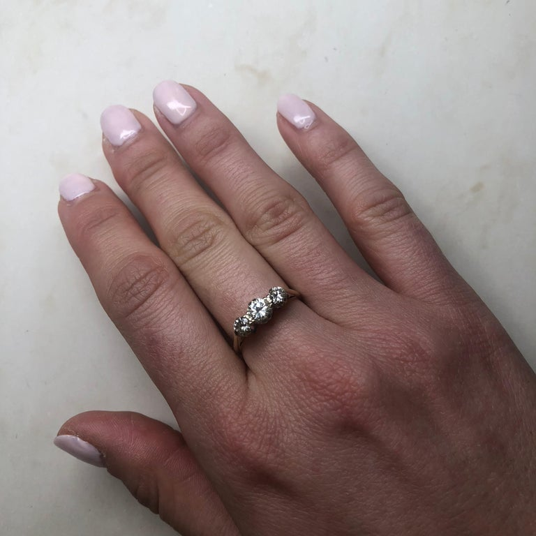 Vintage Diamond and 18 Carat Gold Three-Stone Ring For Sale 1