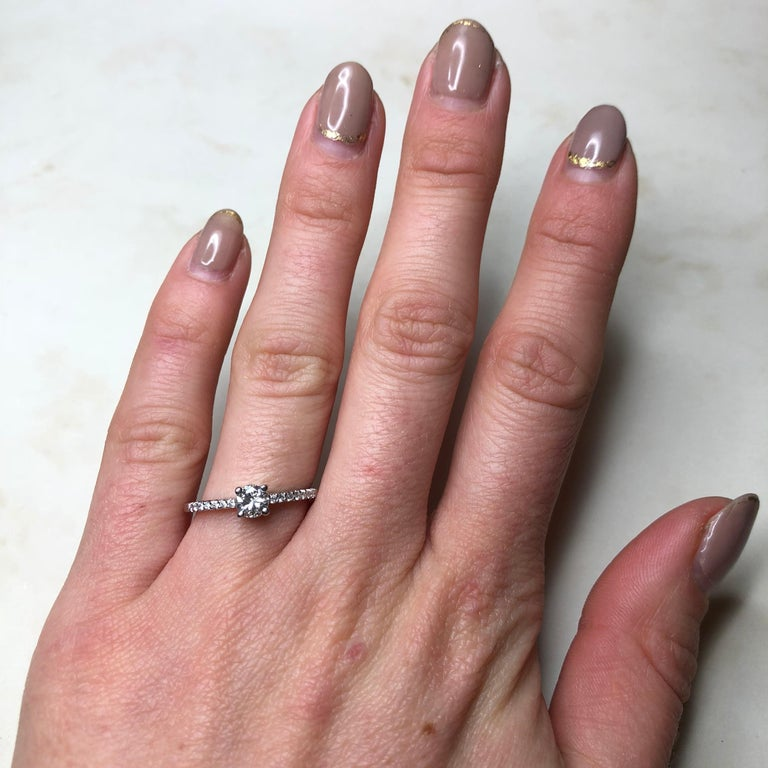 Women's or Men's Vintage Diamond and 18 Carat White Gold Solitaire Ring For Sale