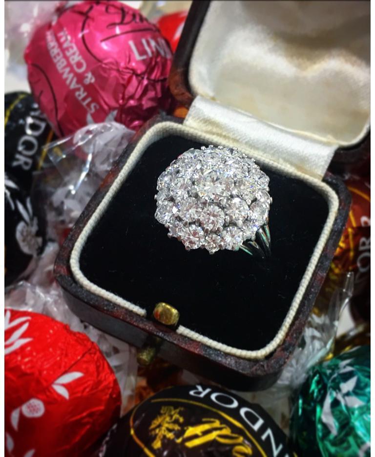 Women's or Men's Vintage Diamond Cluster Ring, circa 1970s For Sale