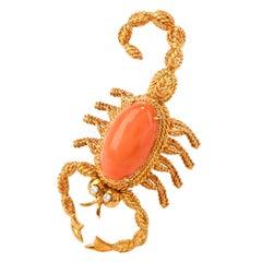 Vintage Diamond Coral 18 Karat Gold Scorpion Oval Cabochon Pin Brooch