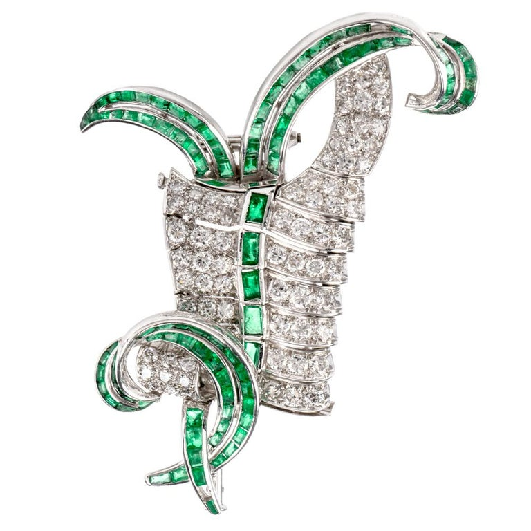 Vintage Diamond Emerald Swirl Platinum Pin Brooch In Excellent Condition For Sale In Miami, FL