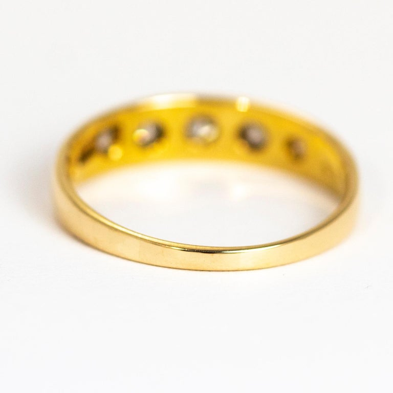 Vintage Diamond Five-Stone 18 Carat Gold Band In Good Condition For Sale In Chipping Campden, GB