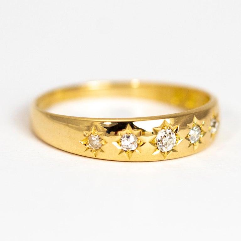 Vintage Diamond Five-Stone 18 Carat Gold Band For Sale 1