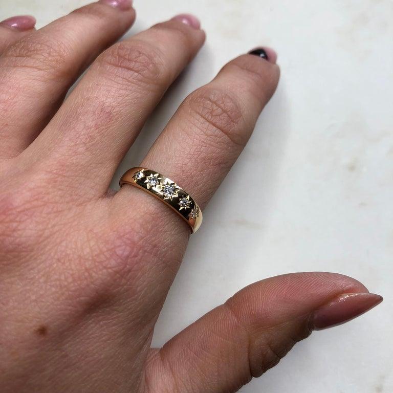 Vintage Diamond Five-Stone 18 Carat Gold Band For Sale 3