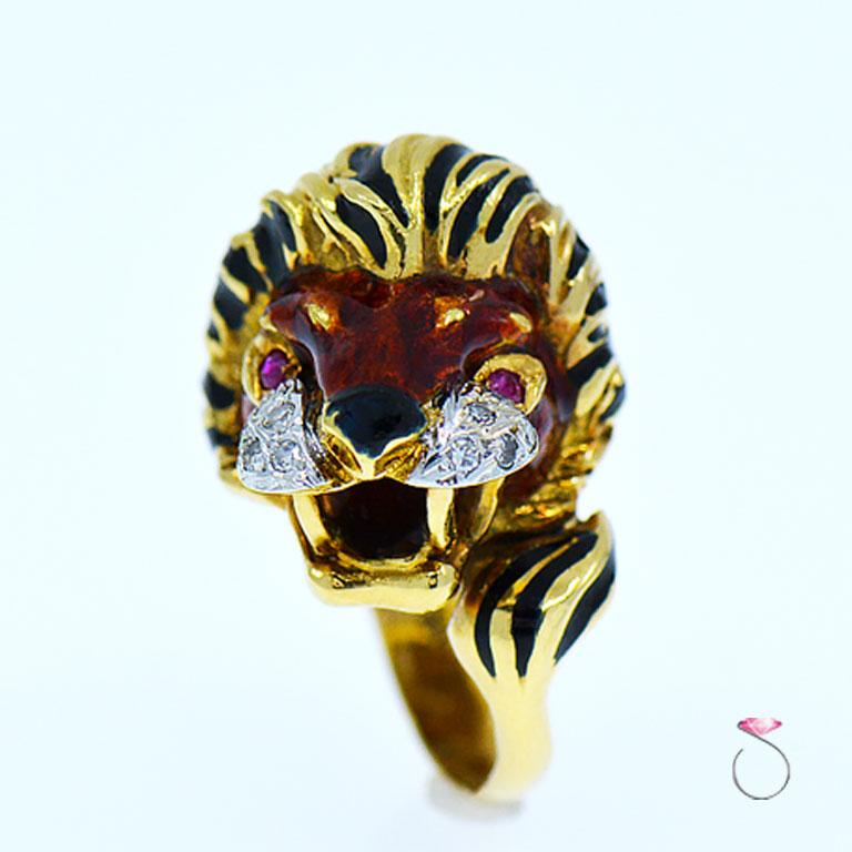 Round Cut Vintage Diamond & Ruby 18K Yellow Gold Enameled Lion Ring, 1960's Animal Motif For Sale