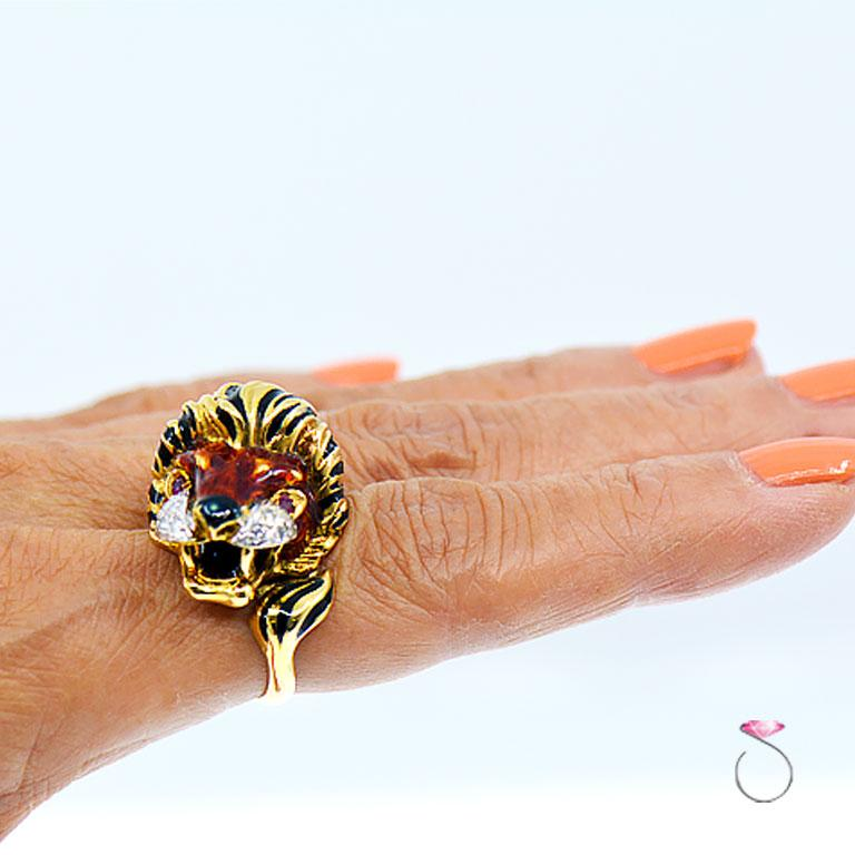 Vintage Diamond & Ruby 18K Yellow Gold Enameled Lion Ring, 1960's Animal Motif In Excellent Condition For Sale In Honolulu, HI