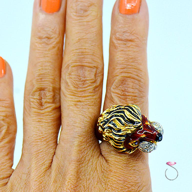 Women's or Men's Vintage Diamond & Ruby 18K Yellow Gold Enameled Lion Ring, 1960's Animal Motif For Sale
