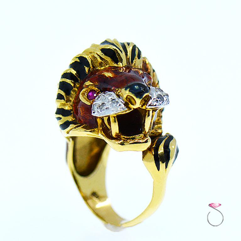 Vintage Diamond & Ruby 18K Yellow Gold Enameled Lion Ring, 1960's Animal Motif For Sale 1