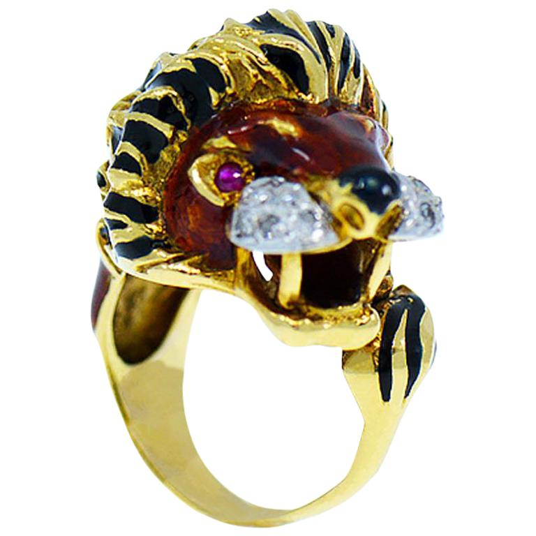 Vintage Diamond & Ruby 18K Yellow Gold Enameled Lion Ring, 1960's Animal Motif For Sale