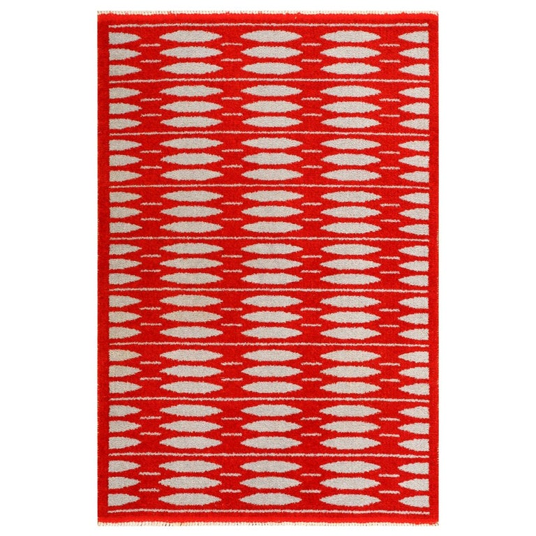 Vintage Double-Sided Scandinavian Rug. Size: 5 ft x 7 ft 5 in (1.52 m x 2.26 m) For Sale