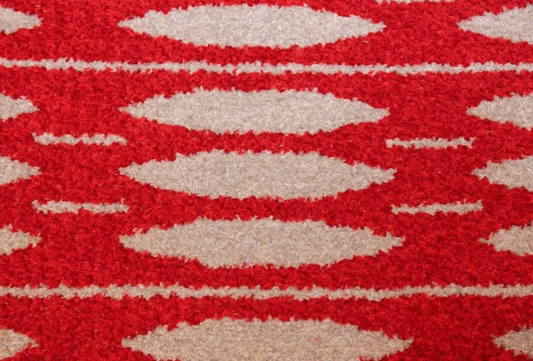 Vintage Double-Sided Scandinavian Rug. Size: 5 ft x 7 ft 5 in (1.52 m x 2.26 m) In Excellent Condition For Sale In New York, NY