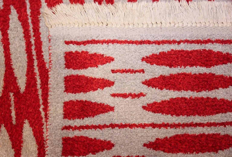 20th Century Vintage Double-Sided Scandinavian Rug. Size: 5 ft x 7 ft 5 in (1.52 m x 2.26 m) For Sale