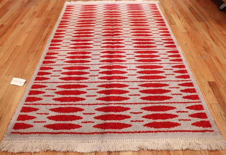 Vintage Double-Sided Scandinavian Rug. Size: 5 ft x 7 ft 5 in (1.52 m x 2.26 m) For Sale 1