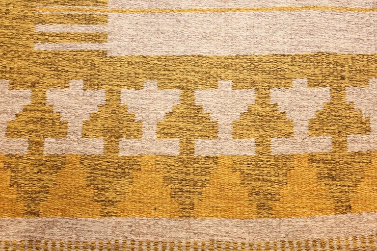 Hand-Woven Vintage Double Sided Swedish Kilim Rug For Sale