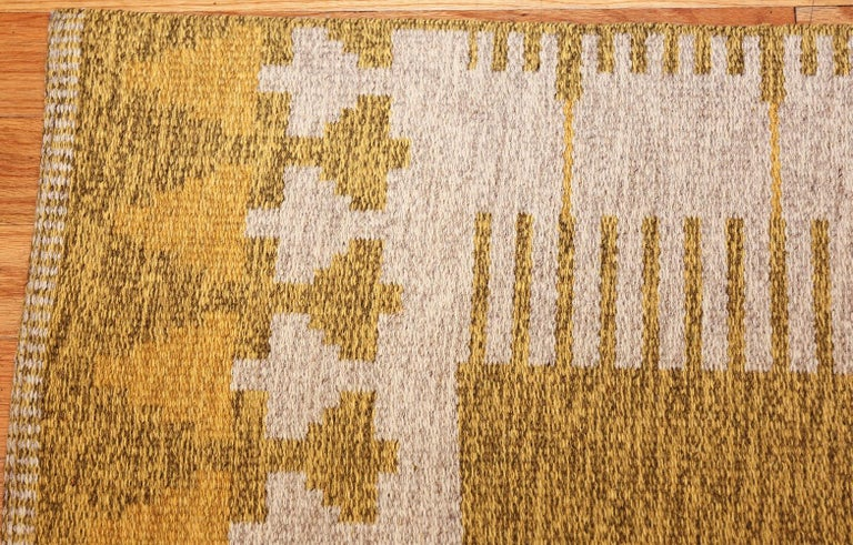 Vintage Double Sided Swedish Kilim Rug In Good Condition For Sale In New York, NY