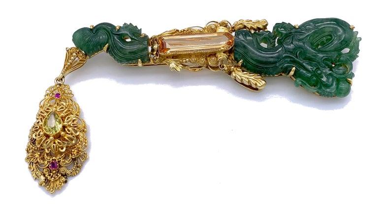 Belle Époque Vintage Dragon Carved Jadeite Topas Ruby 18 Karat Gold Brooch with Pendant For Sale
