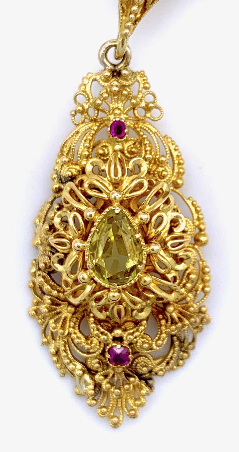 Vintage Dragon Carved Jadeite Topas Ruby 18 Karat Gold Brooch with Pendant In Excellent Condition For Sale In Munich, Bavaria