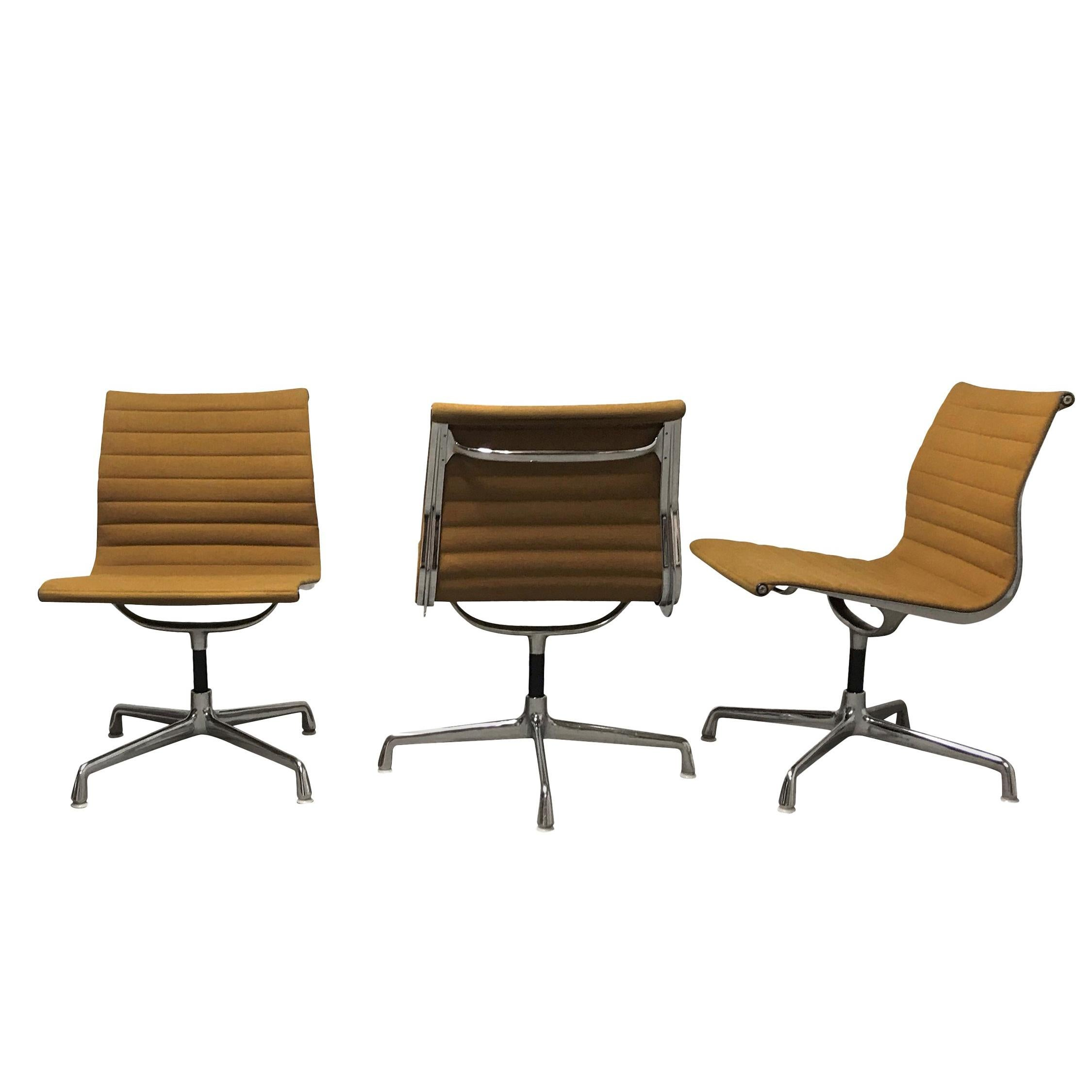 Charmant Vintage Eames Desk Chair EA108 For Herman Miller, Yellow, 1970s For Sale