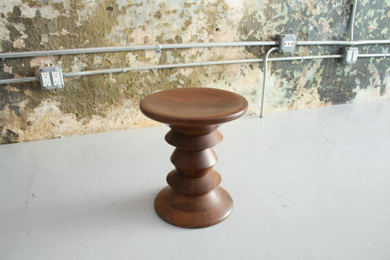 Vintage Early Eames for Herman Miller Walnut 'Time Life' Stool In Good Condition For Sale In Chicago, IL
