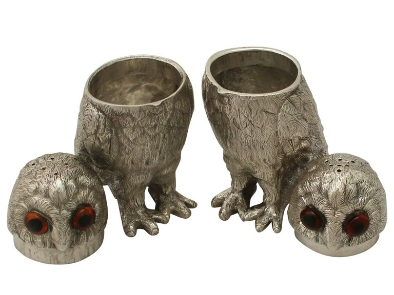 Vintage Elizabeth II Sterling Silver Owl Pepperettes In Excellent Condition For Sale In Jesmond, Newcastle Upon Tyne