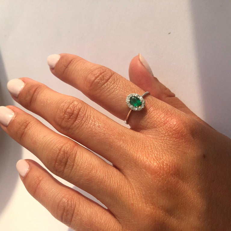 Women's Vintage Emerald and Diamond 18 Carat White Gold Cluster Ring For Sale