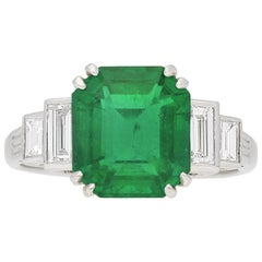 Vintage Emerald-Cut Diamond Flanked Solitaire Ring, Set to Centre with a Rectang