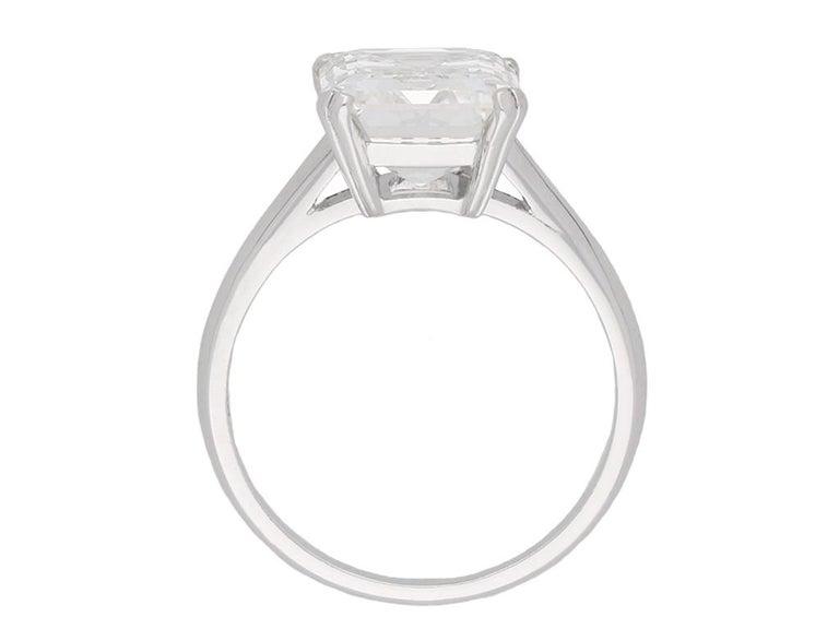 Vintage Emerald-Cut Diamond Solitaire Diamond Ring, circa 1950 In Good Condition For Sale In London, GB