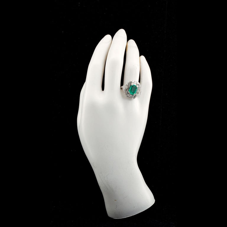 Vintage Emerald Diamond Baguette Ring 4.00 Carat Emerald In Good Condition For Sale In New York, NY