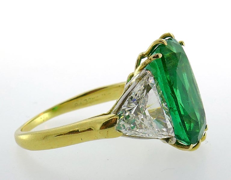 Vintage Emerald Diamond Gold Three-Stone Ring For Sale 5