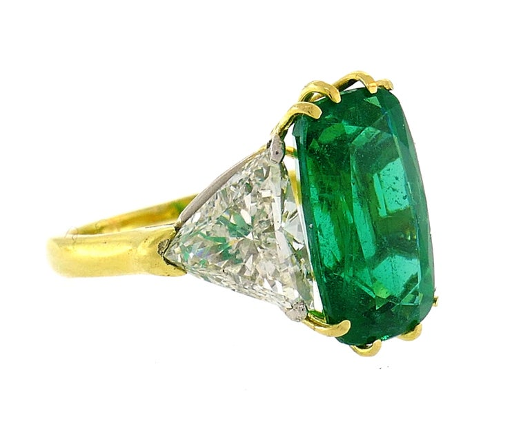 Vintage Emerald Diamond Gold Three-Stone Ring In Good Condition For Sale In Beverly Hills, CA