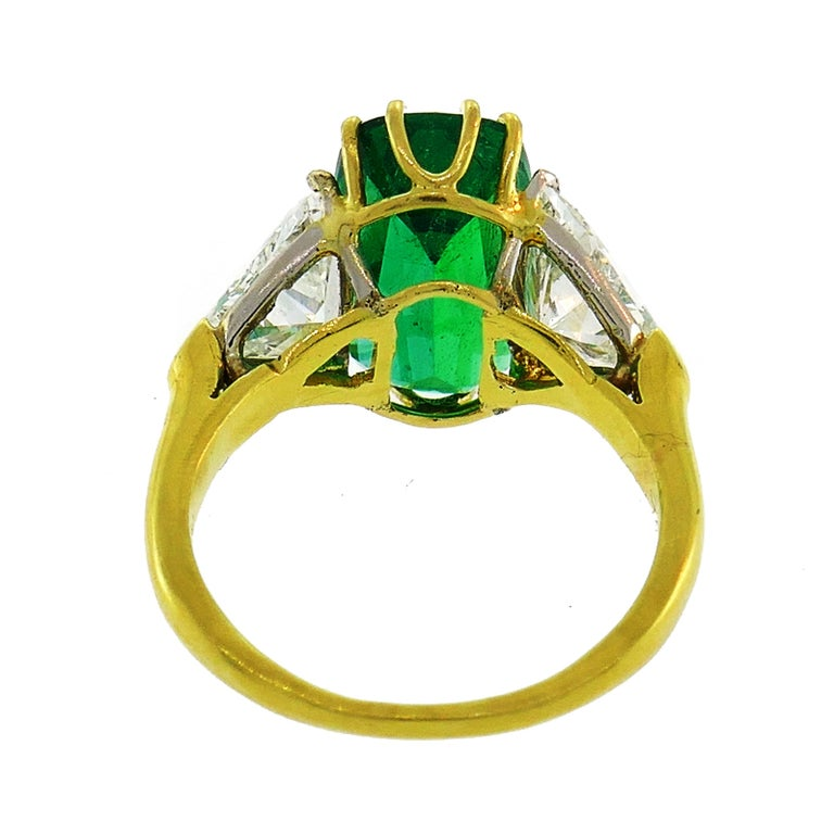 Vintage Emerald Diamond Gold Three-Stone Ring For Sale 1