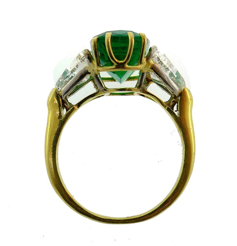 Vintage Emerald Diamond Gold Three-Stone Ring For Sale 2