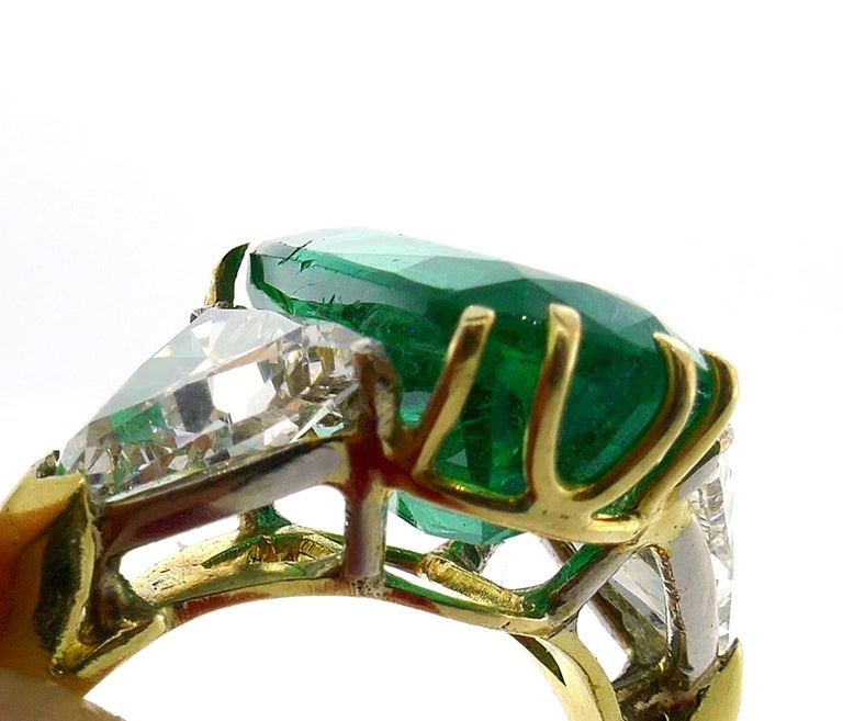 Vintage Emerald Diamond Gold Three-Stone Ring For Sale 3