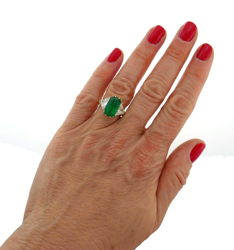 Vintage Emerald Diamond Gold Three-Stone Ring For Sale 4