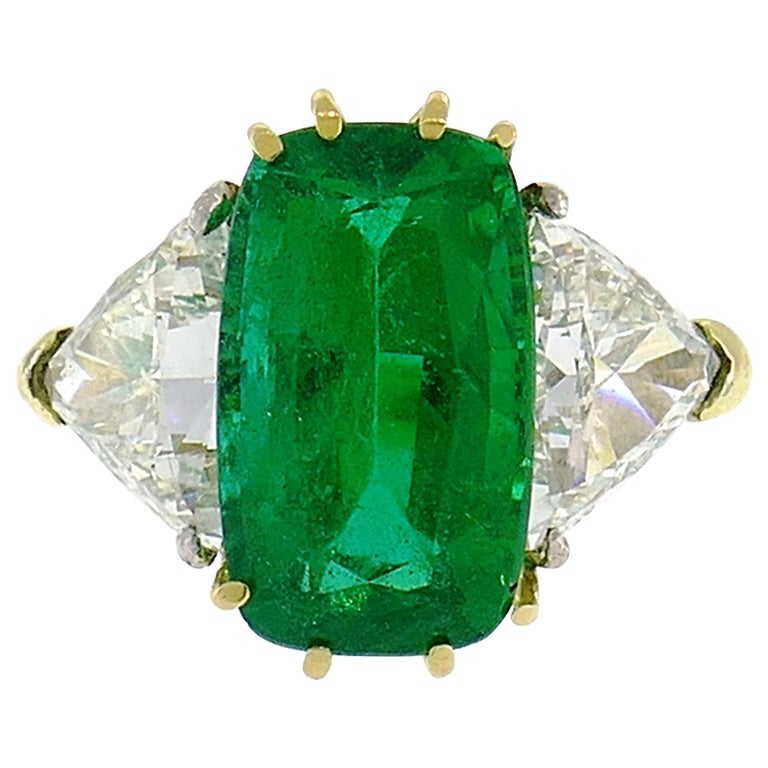 Vintage Emerald Diamond Gold Three-Stone Ring For Sale