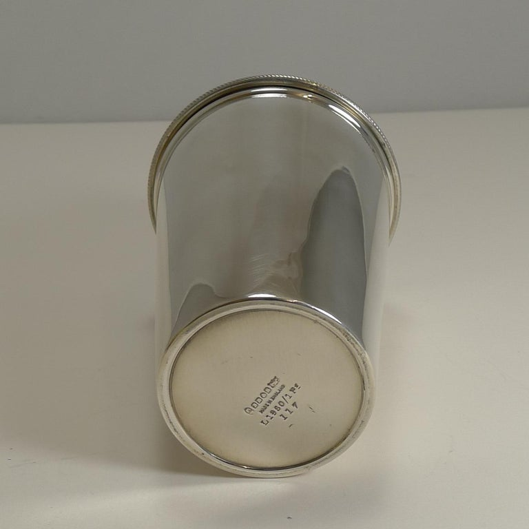 Vintage English Art Deco Silver Plated Cocktail Shaker with Integral Ice Breaker In Good Condition For Sale In London, GB